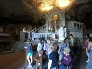 La messe dans la grotte